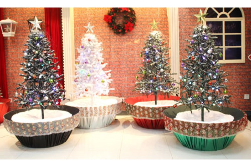 Christmas Tree With Decorations Items - Artificial Snowfall - Umbrella Base - Unique Lights Effect