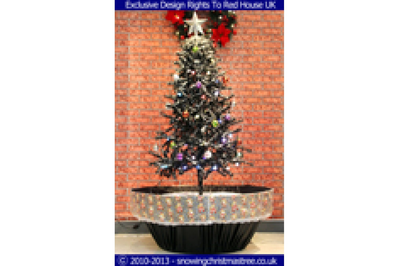 snowing christmas tree with black umbrella base snow falling christmas tree with christmas decorations jpg 1600x1067 - Snowing Christmas Decoration